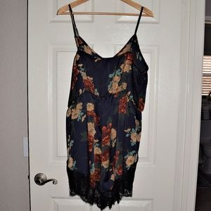 Other - Super Cute Navy Floral Romper Size 4X
